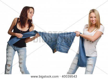 Junge Frauen berauben für jeans