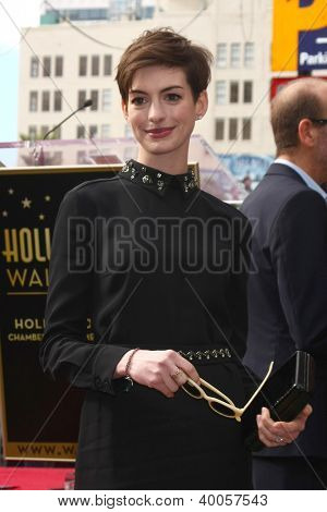LOS ANGELES - 13 de DEC: Anne Hathaway na cerimônia de Hollywood Walk of Fame de Hugh Jackman no Holl