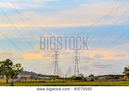 Poste eléctrico alta tensión