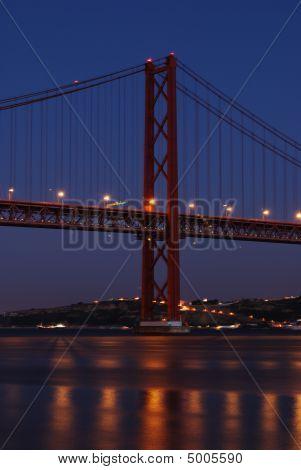 Puente de Lisboa de noche