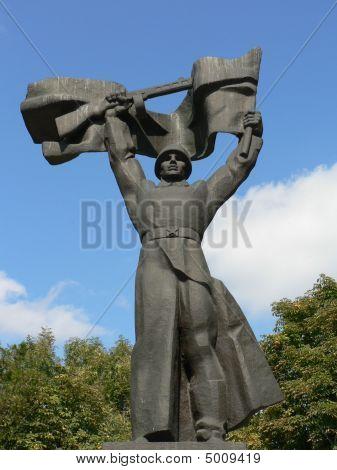 Soldiers Salute At Kremenchuk