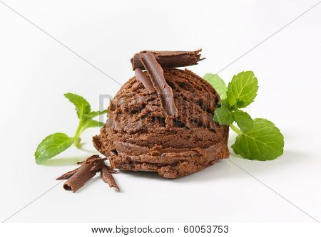 chocolate ice cram scoop with mint and chocolate curls