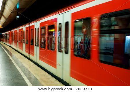 Munchen subway in motion