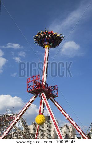 Luna 360 Thrill ride in Coney Island Luna Park