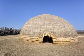 picture of zulu  - Traditional Zulu beehive hut in KwaZulu - JPG