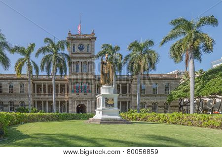 King Kamehameha Statue in Honolulu Hawaii