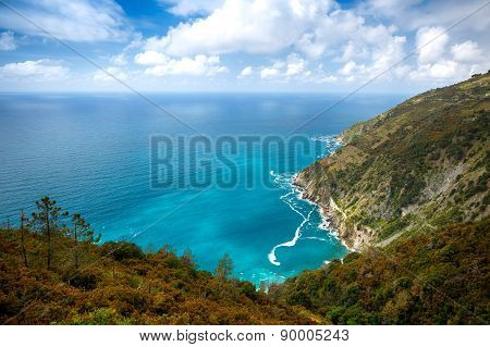 Beautiful virgin bay with turquoise water near Manarola (Cinque Terre, Italy)