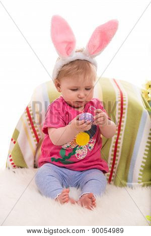 Beauty Baby Holding Egg