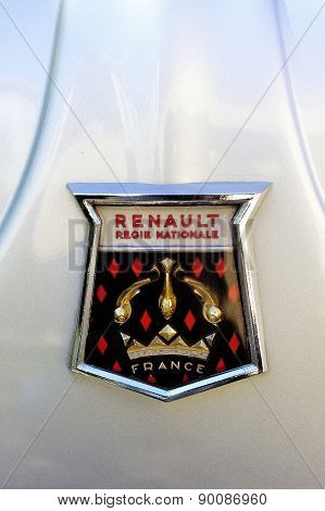 Logo Renault 1960 On The Hood Of A Gray Dauphine Gordini