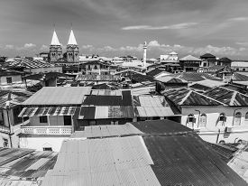 foto of mosk  - Wide angle view of the architecture and typical roofs in Stone Town - JPG
