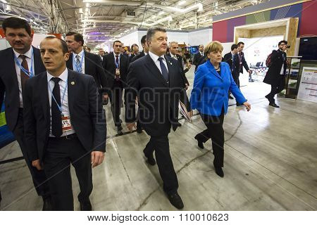 Petro Poroshenko And Angela Merkel