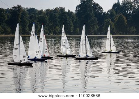 Model Yachts Race In Round Pond Kensington Gardens