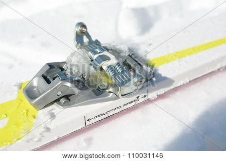 Close Up Ski Touring Binding
