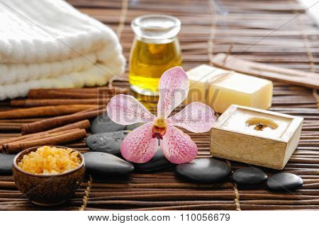 SPA set on mat with pile stones
