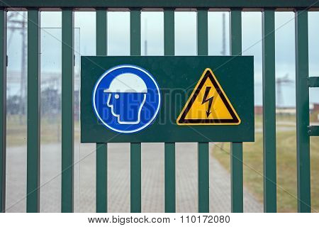 sign on fence high voltage