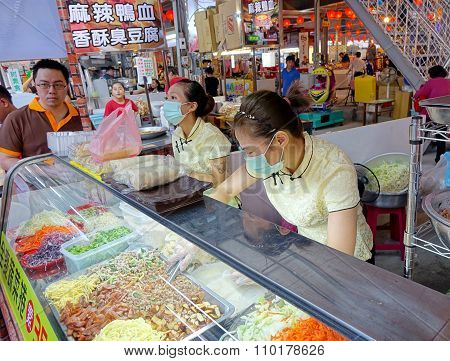 Making And Selling Taiwan Spring Rolls