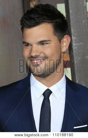 LOS ANGELES - NOV 30:  Taylor Lautner at the