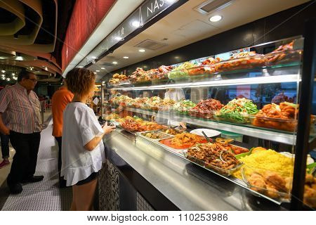 SINGAPORE - NOVEMBER 08, 2015: choice of prepared food in cafe at the food court of The Shoppes at Marina Bay Sands. The Shoppes at Marina Bay Sands is one of Singapore's largest luxury shopping malls