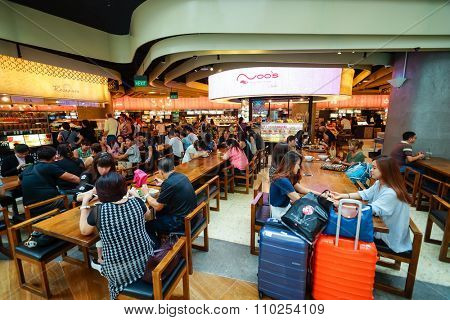 SINGAPORE - NOVEMBER 08, 2015: customers of the food court of The Shoppes at Marina Bay Sands. The Shoppes at Marina Bay Sands is one of Singapore's largest luxury shopping malls