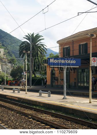 Editorial Monterosso Train Station