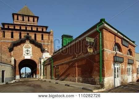 Kolomna, Russa - April, 2014: Pyatnitsky Gates In Kolomna Kremlin