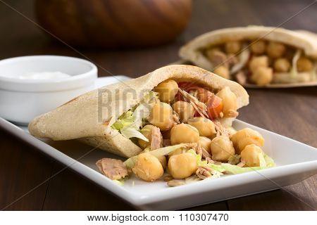 Pita Sandwich with Tuna and Chickpea