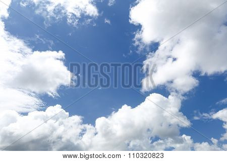 white and black clouds with blue sky before a spring rainstorm