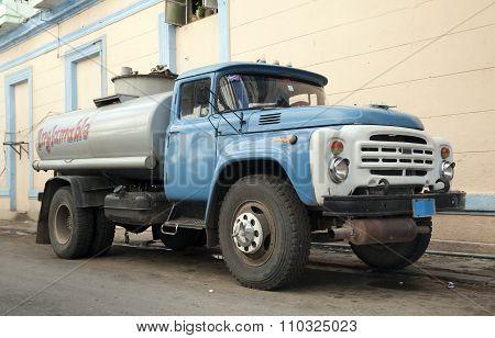 Cuban gas tanker truck