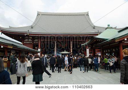 Tourists visit Senso-ji Temple in Tokyo Japan