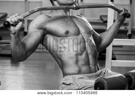 Athlete in the gym making vertical thrust.