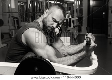 A man in training in the gym. Performing complex power exercises.