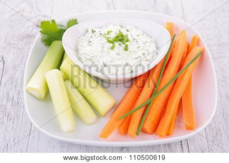 vegetable sticks and sauce dip