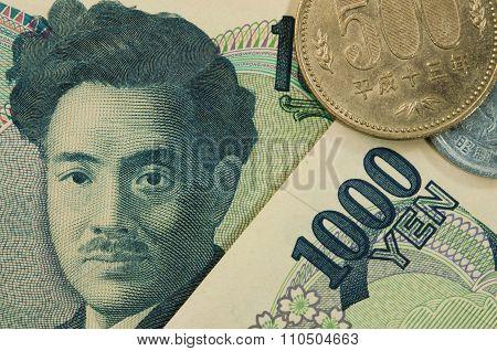 japan 1000 yen bills.