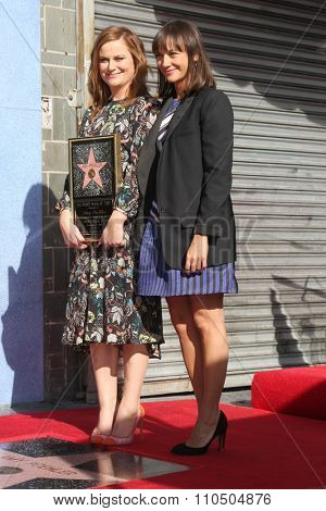 LOS ANGELES - DEC 3:  Amy Poehler, Rashida Jones at the Amy Poheler Hollywood Walk of Fame Ceremony at the Hollywood Blvf on December 3, 2015 in Los Angeles, CA