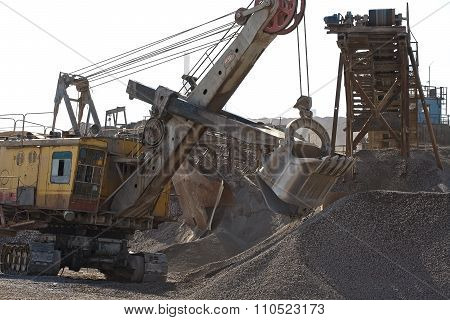 Excavator bucket gaining rubble