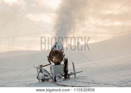 Snow blowing cannon