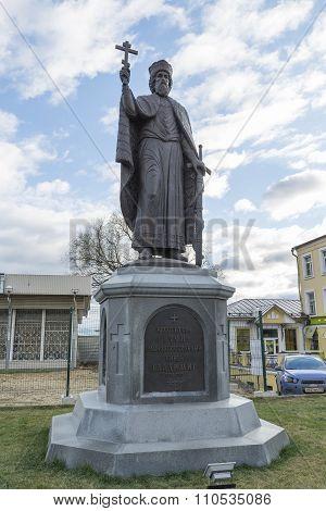 VLADIMIR, RUSSIA -05.11.2015.  monument Duke Vladimir, founder of the city. golden tourist ring