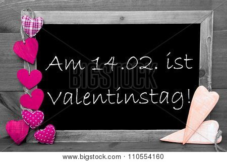 Black And White Blackbord, Pink Hearts, Valentinstag Means Valentines Day