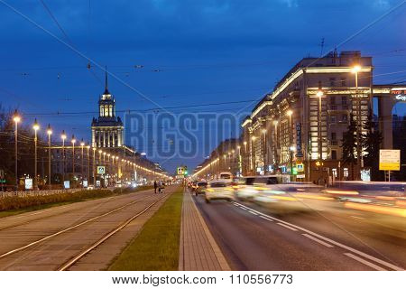 ST. PETERSBURG, RUSSIA - OCTOBER 31, 2015: Traffic on the Moskovsky avenue in an autumn evening. 10 subway station of 4 lines are placed on this avenue that is the record for the city