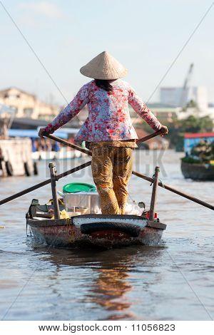 People in Cai rang market, Mekong delta, Vietnam.
