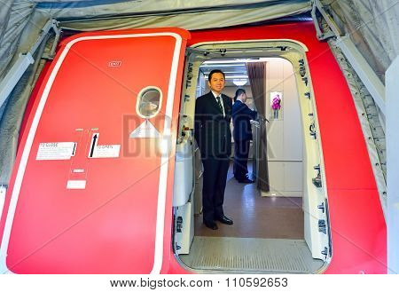 SINGAPORE - NOVEMBER 10, 2015: crew member of Singapore Airlines meet passengers. Singapore Airlines Limited is the flag carrier of Singapore which operates from its hub at Changi Airport
