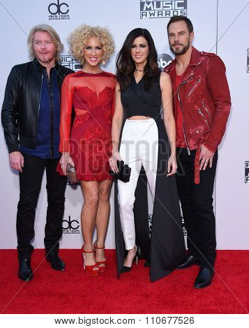 LOS ANGELES - NOV 22:  Little Big Town arrives to the American Music Awards 2015  on November 22, 2015 in Los Angeles, CA.