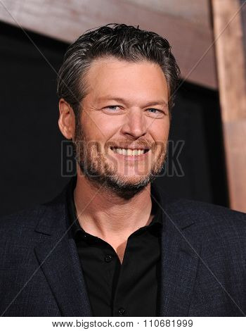 LOS ANGELES - NOV 30:  Blake Shelton arrives to the