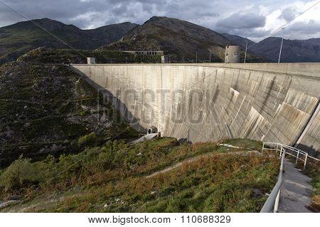 Dam Of Vilarinho Das Furnas