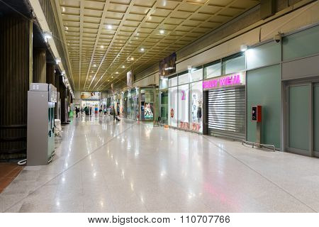 VENICE - SEPTEMBER 14, 2014: interior of railroad station of Venice. Venice is a city in northeastern Italy sited on a group of 118 small islands separated by canals and linked by bridges
