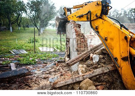 Excavator Demolishing A Concrete Wall.bulldozer Loading Demolition