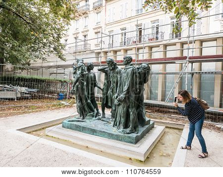 Visitor Photographs The Burghers Of Calais At The Rodin Museum, Paris