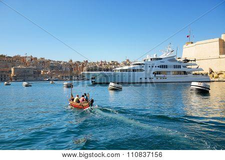 Birgu, Malta - April 22: The Traditional Maltese Boat For Tourists Cruises On April 22, 2015 In Birg