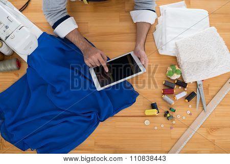 Dressmaker with tablet