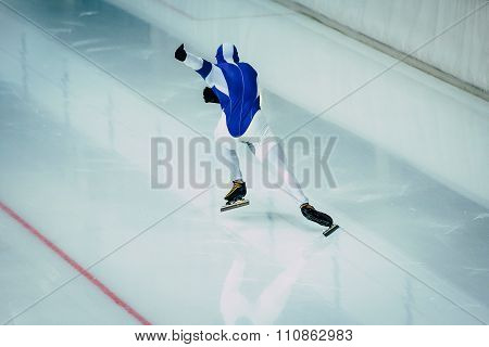 start athlete in speed skating